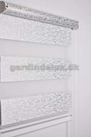 Hvid mønstrinet zebra gardin 420