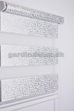 Hvid mønstret zebra gardin 440